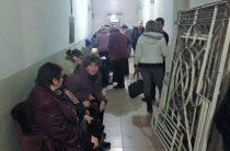 В Мариуполе переселенцы шокированы верификацией выплат и штурмуют управления труда