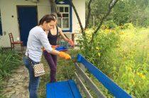 Кусочек родины: переселенцы восстановили донецкую хату в Пирогово