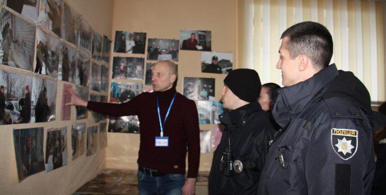 В Сєвєродонецьку пройшла фотовиставка яка розповідає про роботу патрульної поліції Луганщини