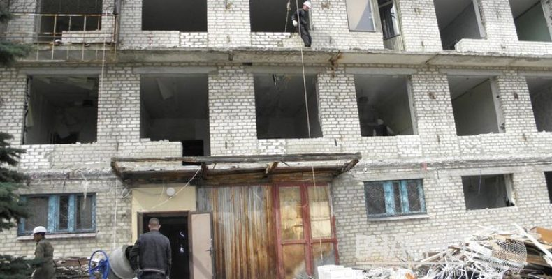 Прокуратура заинтересовалась реконструкцией общежитий для переселенцев в Краматорске.