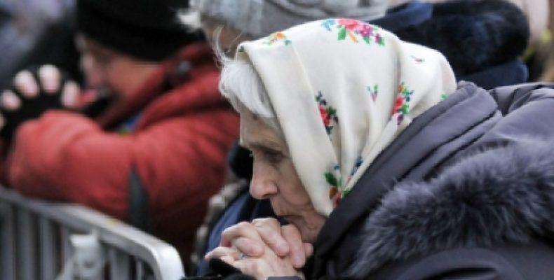 """Как пенсионерам ОРДЛО продлить действие карты """"Ощадбанка"""": юрист объяснила все нюансы"""