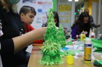 Волонтери Червоного Хреста провели «новорічний» майстер-клас у Харкові