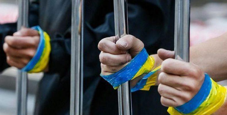 Депутат: Власть обеспокоена обменом пленными, а жители Донбасса ремонтируют дома после обстрелов за свой счет