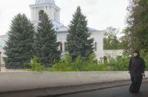 Приют в Святогорской лавре: Почти 200 переселенцев из Донбасса живут в монастыре