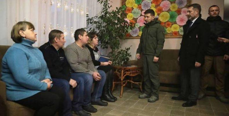 Зеленский встретился с переселенцами на Луганщине