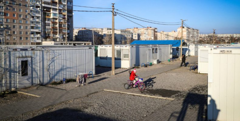 Как живут переселенцы из Донбасса в модульном городке Запорожья