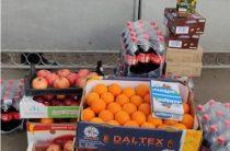 В Новых Санжарах переселенцы из Донецка привезли фрукты и напитки украинцам из Уханя
