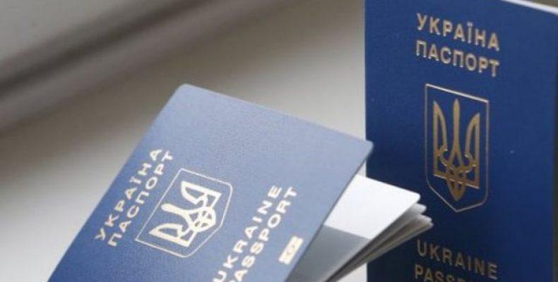 В ДНР заставляют жителей обменять украинский паспорт на «республиканский»