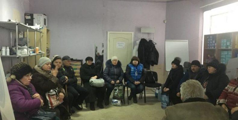 Жители Авдеевки и переселенцы говорили о разрушенном обстрелами жилье