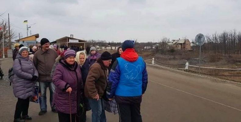 Сотни тысяч украинцев на Донбассе могут остаться без пенсий после закрытия кпвв