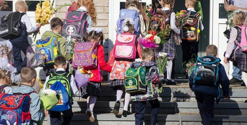 В Донбассе стартовала акция для детей «Школьный портфельчик»