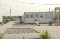 Должны были списать 2 года назад: Как живут переселенцы в модульном городке Запорожья