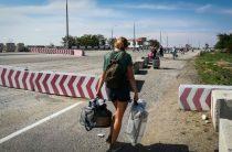 «Это мой способ унять боль»: крымчане-переселенцы о своей работе на материке