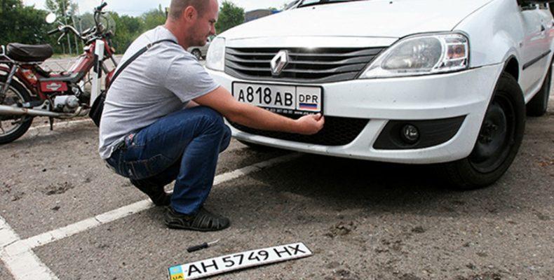 Отправляют в «полицию»: В ОРДЛО начали задерживать водителей с украинскими госномерами