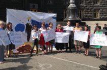 Наши родные — не «мрази»! Переселенцы провели акцию в центре Киева