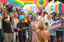 Это борьба за права всех нас: Почему переселенцы участвовали в Марше равенства