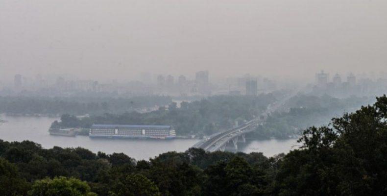 В Киеве зашкаливает уровень загрязнения воздуха — что происходит?