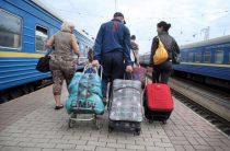 Переселенцам с Донбасса начали выдавать карточки на денежную помощь от Германии