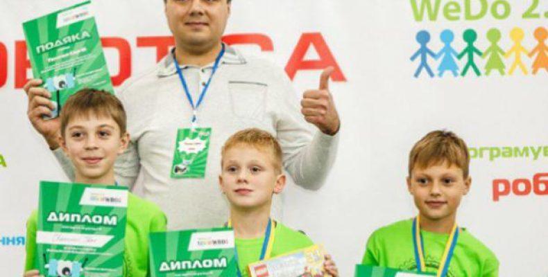На Всемирной олимпиаде роботов Украину представят дети-переселенцы