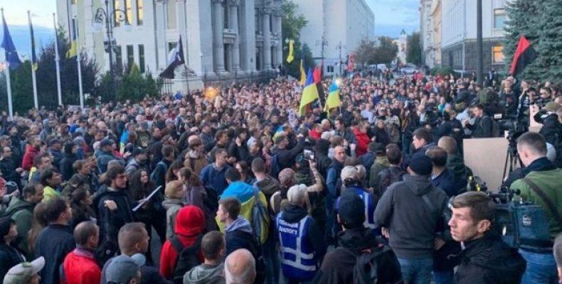 «Зелю геть!» По Украине прокатилась новая масштабная волна протестов