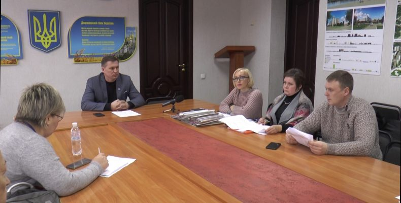 На 10 квартир 20 претендентов: в Славянске собиралась комиссия по распределению жилья для переселенцев